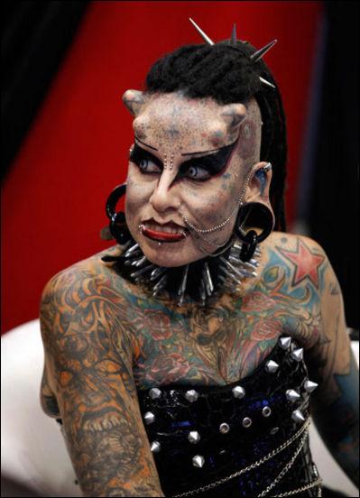 Мексиканка превращает себя в вампира