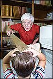 Наказания - отшлепать провинившегося ребенка по попе.  Порка ремне.