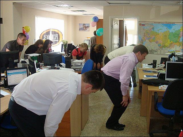 Работников на предприятии перерыв мужчин