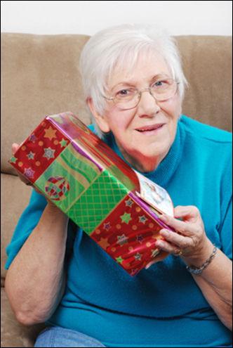 Что подарить в новый год бабушке и дедушке