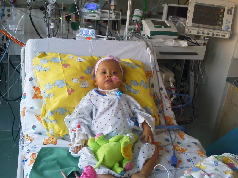 В сердце маленькой жительницы Барнаула Саши Маскиной врачи нашли повреждения, нанесенные хирургами, - утверждает ее мама