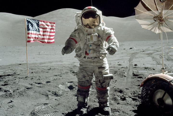 Картинки по запросу 1972 - Из Лунной экспедиции на Землю возвратился экипаж американского космического корабля «Аполлон-17».