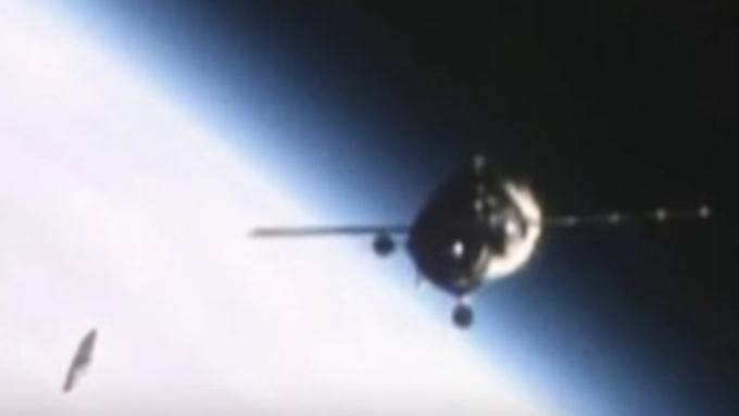 Камеры МКС зафиксировали полёт НЛО