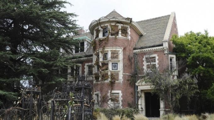 Особняк из «Американской истории ужасов» выставили на Airbnb