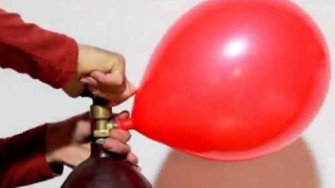Надуть шарики гелием своими руками