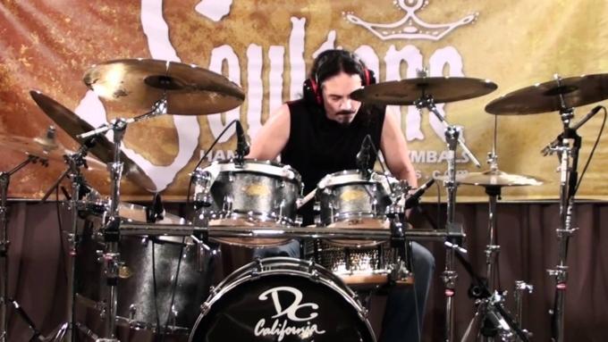 Бывший барабанщик группы Megadeth умер на сцене от сердечного приступа