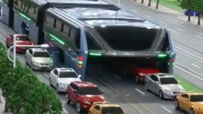 Китайцы удачно испытали автобус будущего