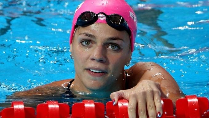 Конкурентка пловчихи Ефимовой раскритиковала показанный россиянкой палец