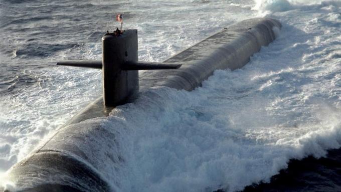 Штатская подлодка сбаллистическими ракетами столкнулась скораблем снабжения