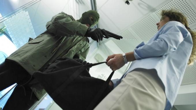 Бандит спистолетом вынес измосковского банка 21 млн руб. — Ограбление по-русски