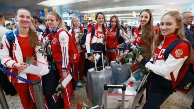 Русских олимпийцев пару часов держали всамолете ваэропорту Рио
