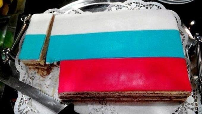 ВЯкутске созданный для детдомовцев торт-триколор съели чиновники