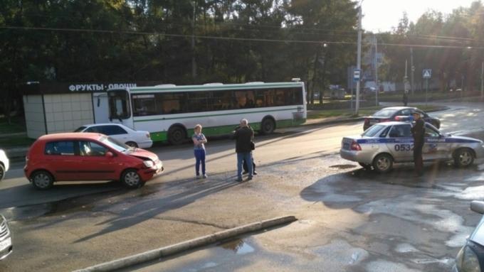 ВБарнауле патрульный автомобиль ГИБДД попал вДТП