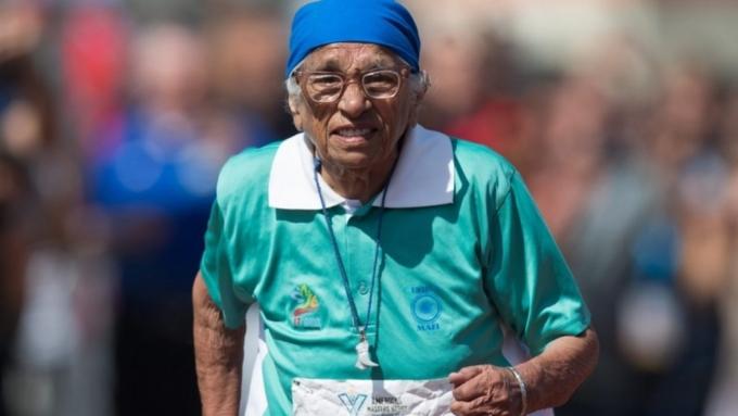 Столетняя спортсменка изИндии пробежала стометровку вКанаде