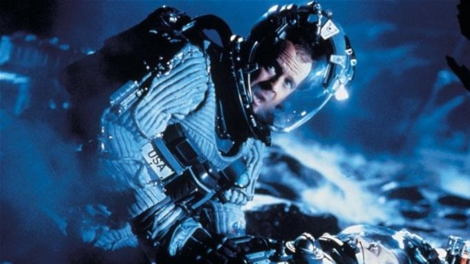 Фильм астероид с брюсом уиллисом сломанный меч властелин колец