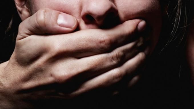 ВБарнауле вподъезде собственного дома изнасиловали 30-летнюю женщину