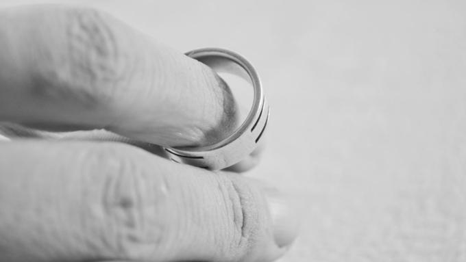 Брэд Питт иДжоли: новые пикантные детали развода звездной пары