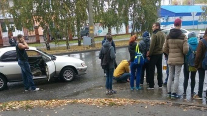 Автомобиль сбил девочку наКрасноармейском проспекте вБарнауле