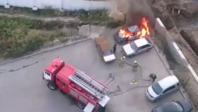 ВНовосибирске дети сожгли иномарку