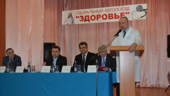 Коллективу Алтайского диагностического центра сегодня представили нового основного доктора