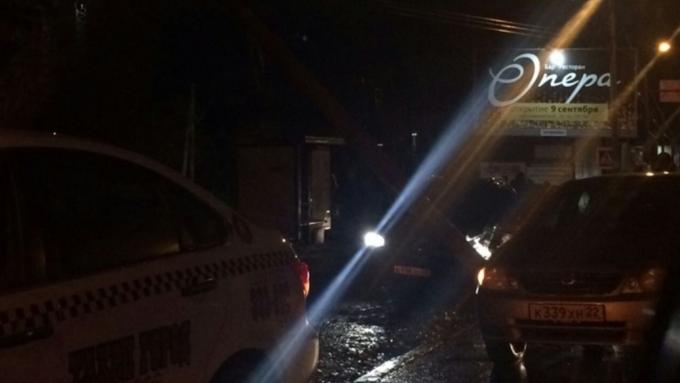 ВБарнауле шофёр «Infiniti» сбил девушек на«зебре» и исчез