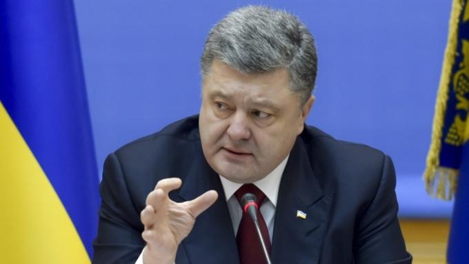 Захарова попрекнула Порошенко заобвинение РФ в«гибридном присвоении истории»