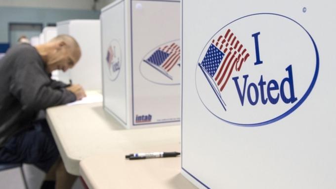 Выборы президента США: Зачас дозакрытия последних участков Трамп обходит Клинтон