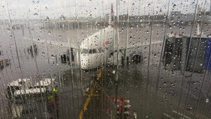 В столичных аэропортах из-за непогоды отменили 80 рейсов