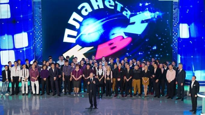 Владимир Путин рассмешил наблюдателей наюбилейном концерте КВН