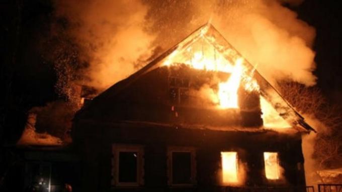 Семья сгорела живьем впроцессе пожара вдоме вАлтайском крае