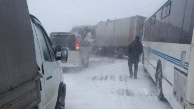 Восемь авто иавтобус столкнулись натрассе М-52 вАлтайском крае