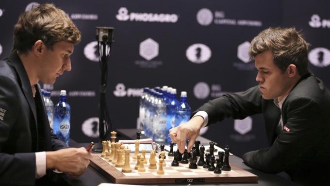 12-я партия матча за мировую шахматную корону закончилась ничьей