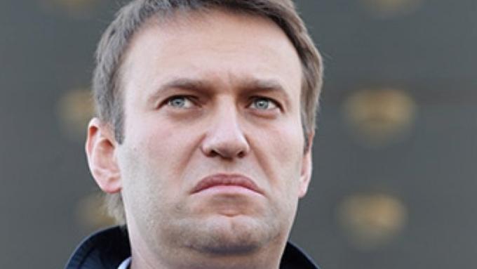 Суд в РФ возобновил рассмотрение дела против Навального