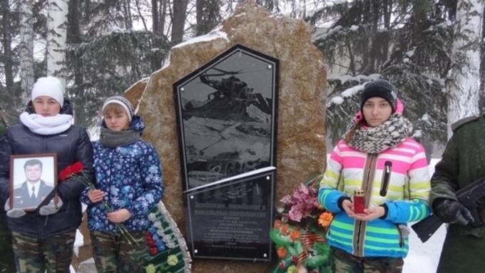 ВЛипецке открылся мемориал, посвященный погибшему вСирии летчику Олегу Пешкову