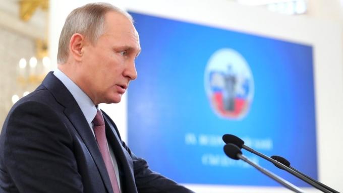 КонституцияРФ недолжна подвергаться эрозии— Путин