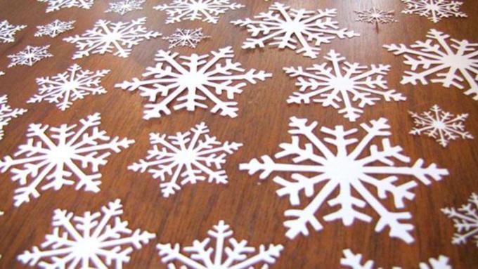 124Как сделать  красивые снежинки из бумаги