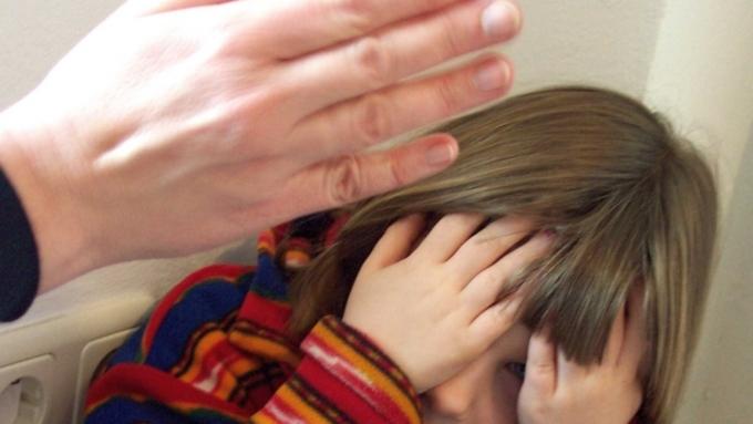 ВНовосибирской области отчим избивал 3-летнюю падчерицу скакалкой занеумение считать