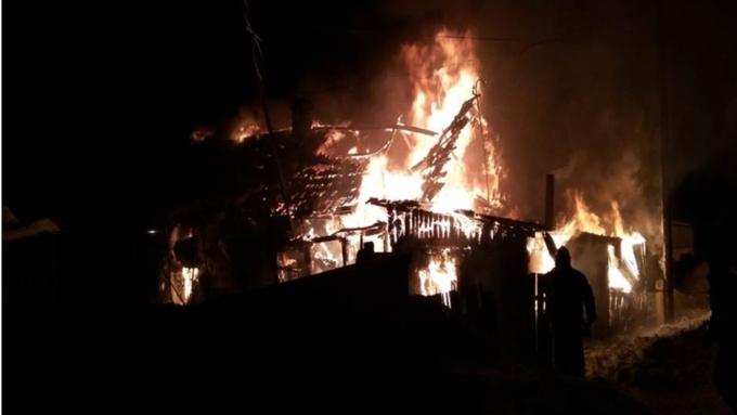 Десятилетний ребёнок умер напожаре вАлтайском крае