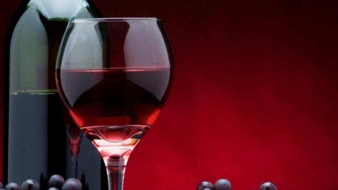 Минсельхоз предложил разрешить рекламу отечественного вина после 22.00