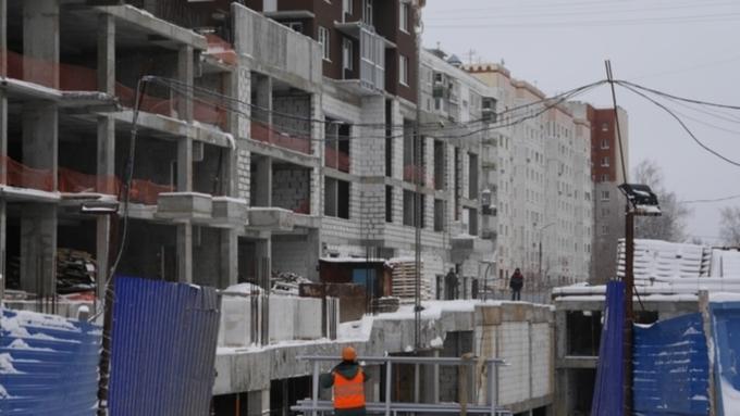 Рабочий сорвался сдесятого этажа строящегося дома и умер