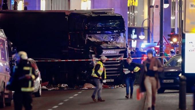 Сатановский: «Мигранты разрывают Германию за лапки, словно жареную курочку»