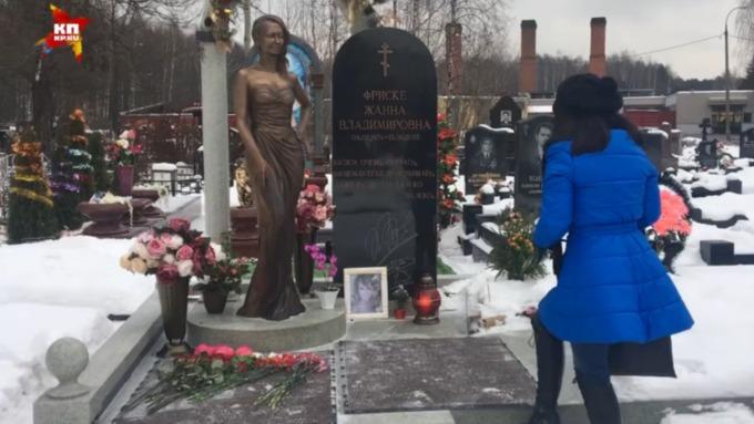 Памятник жанне фриске на кладбище видео изготовление памятников курск ф