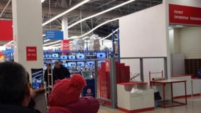 Проводится проверка пофакту обрушения потолка вгипермаркете «Ашан» вБарнауле
