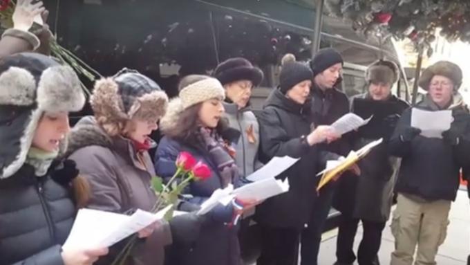 Жители Америки спели русский гимн впамять ожертвах крушения Ту-154