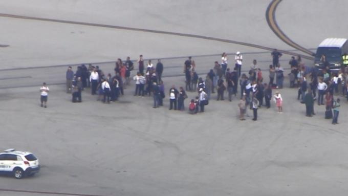 Ваэропорту США началась стрельба. 5 человек убиты