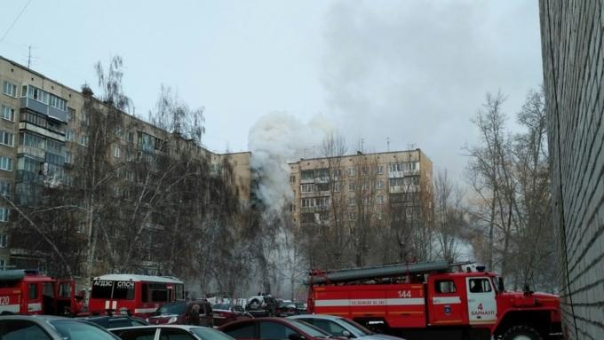 ВБарнауле сорок человек тушили пожар вмногоэтажке