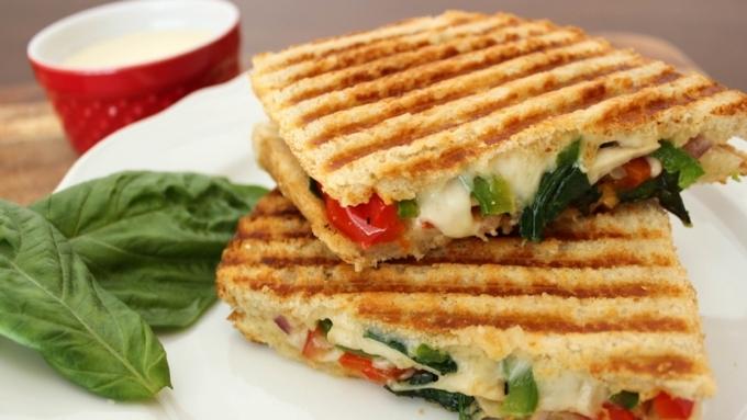 Беременную стюардессу сократили засъеденный бутерброд в Англии