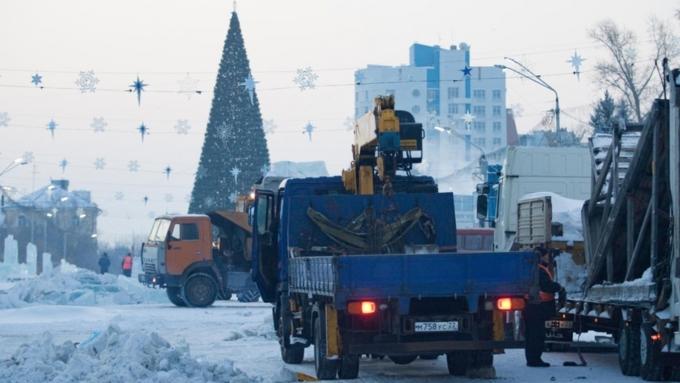 ВБарнауле идет демонтаж конструкций основного снежного городка