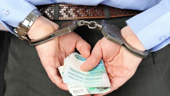 Заместитель начальника УМВД Барнаула подозревают вовзятке в1,2 млн руб.