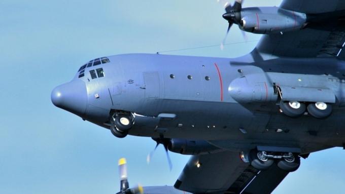 ВЯпонии самолет при посадке застрял вснегу
